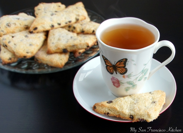 currant scones with tea